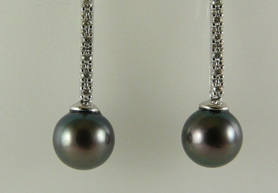 Freshwater 8.1mm Black Pearl Earring 14k White Gold and Diamonds 0.16ct