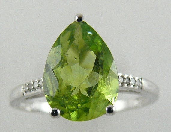 Peridot 2.61ct Ring 18k White Gold with Diamonds 0.02ct