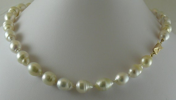 South Sea 11.7mm x 13.7mm White Baroque Pearl Necklace 14k Yellow Gold Clasp