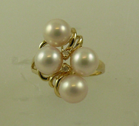 Freshwater White 6.5 mm - 7 mm Pearl Ring with 14K Yellow Gold & Diamonds 0.02ct