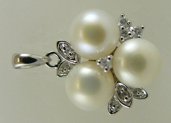Freshwater White 7 mm - 7.5 mm Pearl Pendant 14k White Gold with Diamonds 0.13ct