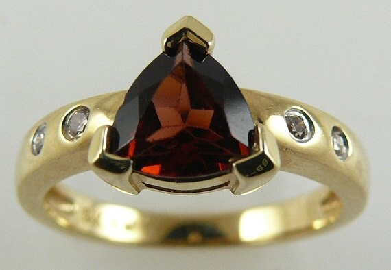 Garnet 1.23ct Ring with Diamonds 0.06ct 14k Yellow