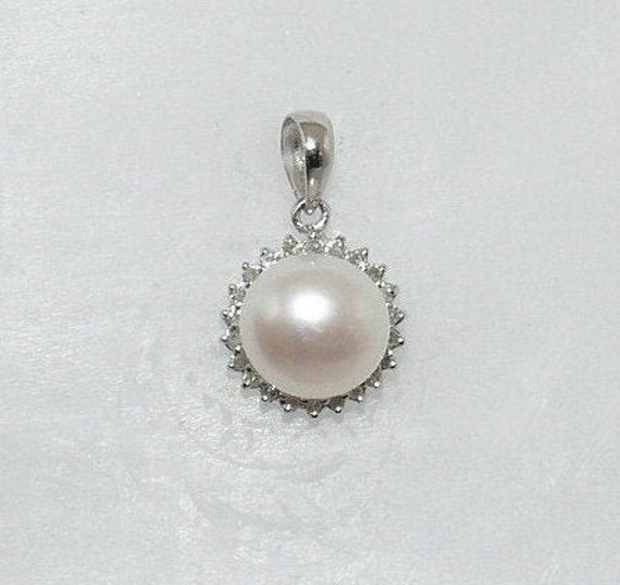 Freshwater White 8.6 mm Pearl Pendant 14k White Gold with Diamonds