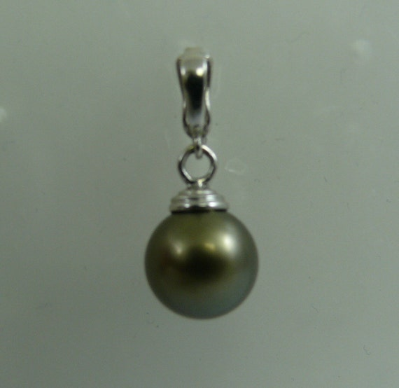 Tahitian 10.9 mm Round Pearl Pendant with 14k White Gold