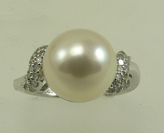 Freshwater White 10.4mm Pearl Ring 14k White Gold with Diamonds 0.07ct