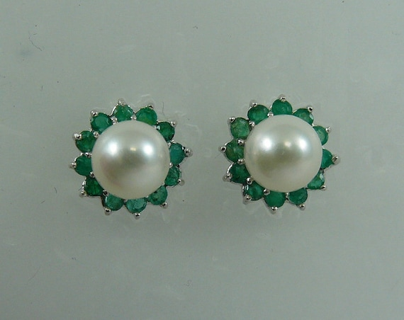 Akoya 6.7 mm White Pearl Earring and Emerald 0.60ct Jackets 14k White Gold