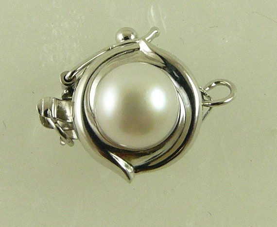 White Round 6.1 mm Pearl Clasp With 14K White Gold For Single Strand