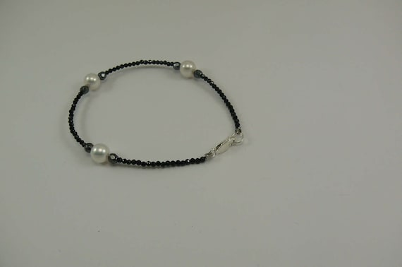 """Freshwater White Pearl, Black Spinel and Hematite Bracelet with Silver Clasp 8"""""""