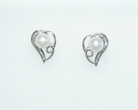 Freshwater White Pearl Earring with Diamonds 18k White Gold