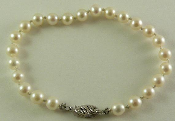 "Freshwater Pearl Round 5.5mm - 5.7mm Bracelet 14k White Gold Fish Lock 7 1/4"""