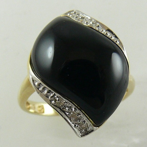 Black Onyx 15.6mm x 10.3 mm 14k Yellow Gold
