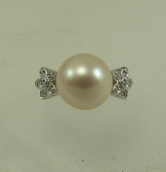 Freshwater White 10.6mm Pearl Ring 14k White Gold with Diamond 0.03ct