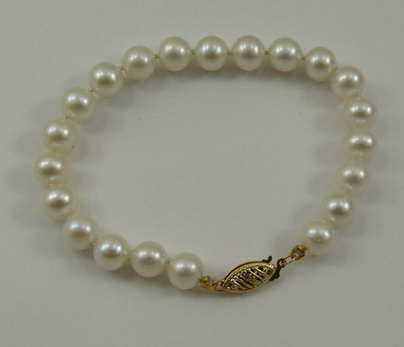 Freshwater White Pearl Bracelet 14k Yellow Gold Clasp 7 Inches