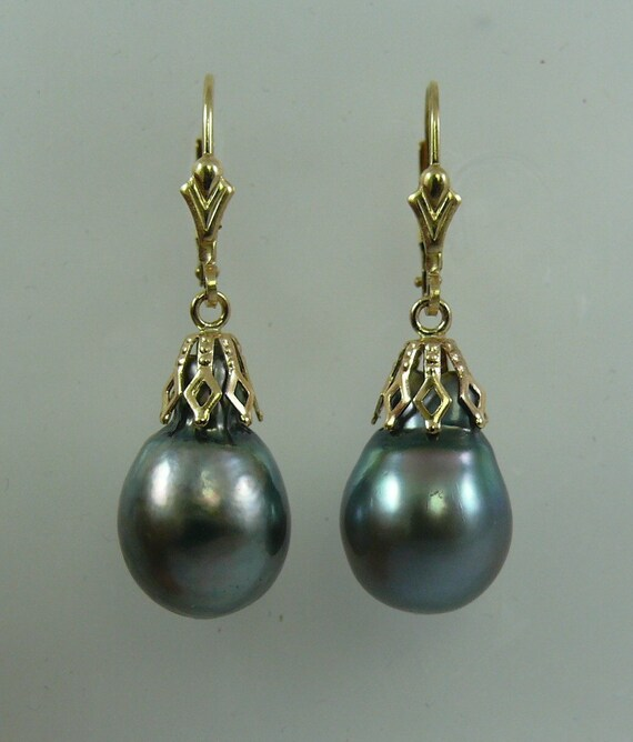 Tahitian Black Pearl Earring 14K Yellow Gold Lever Back