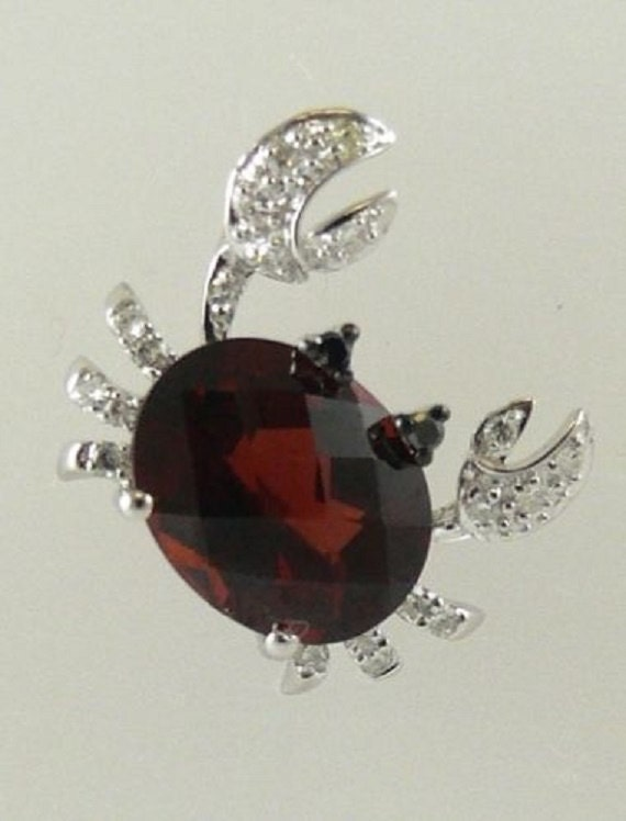 Garnet 2.95ct Crab Pendant 14k White Gold and Diamonds 0.12ct