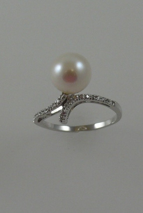 Cultured White 9.2mm Pearl Ring 18k White Gold with Diamonds 0.08ct