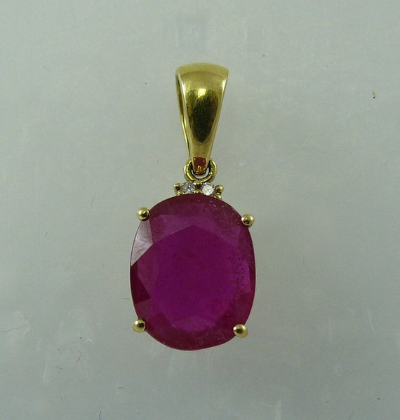Ruby (African) 3.44ct Pendant 18k Yellow Gold and Diamonds 0.02ct