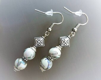 Color: silver and grey pearls earrings