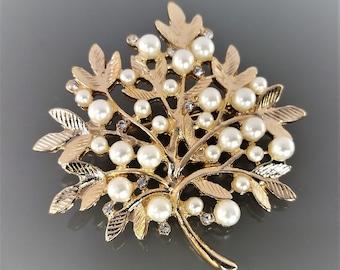 Broche arbre perles et strass 4.3 cm métal doré