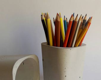 Pencil Holder. Cement pen. Desk and bathroom decor. Minimalist. Industrial. Urban. Design. Original. Beton. Deco. Home