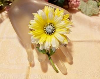 Yellow & White Soft Plastic Flower Floral Brooch Pin | Vintage 1960's | Retro Flower Power | Enamel