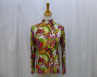 23e83243f301 Vintage 70s Whimsical Floral Art Mock Turtleneck Zip-Up Pullover M L  Multi-Color Flower Fitted Stretch Knit Long Sleeve Sportswear Glam Garb