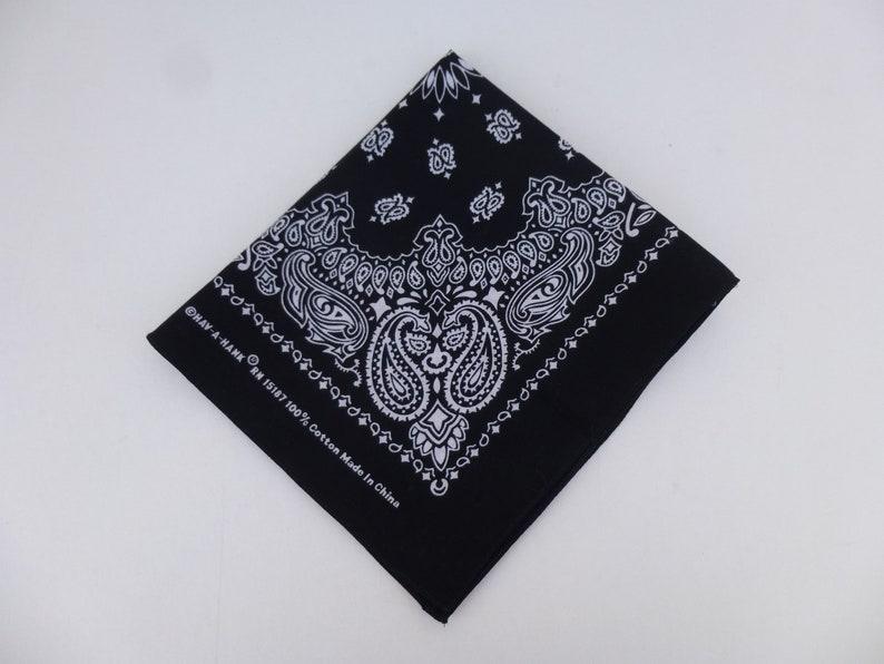 Hare Running Design White /&  Red  LARGE Hankies Handkerchiefs Gift Boxed