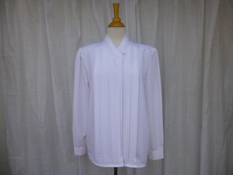 f9e74242e57ccf Vintage 70s 80s Joanna Satin Pleated Blouse M White V-Neck | Etsy