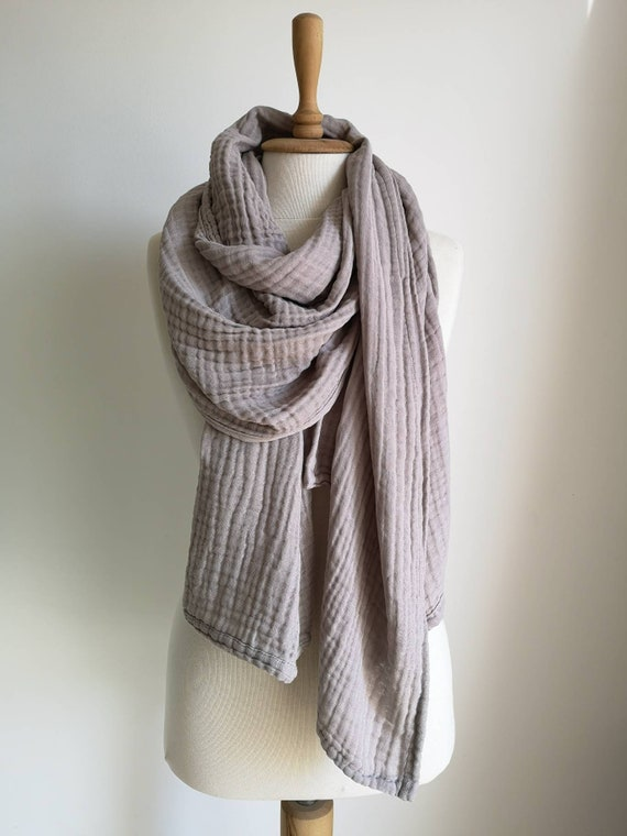 75875a5fb048 Gaze grise châle écharpe oversize confortable cadeau   Etsy