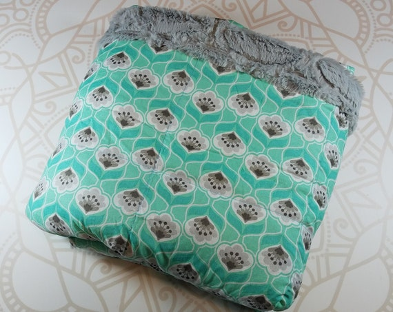 READY to SHIP, 40x50, 15 pound, Weighted Blanket, 40x50, Mint Posie Flowers, Gray Lattice Minky Back, Sensory Blanket, Calming Blanket,