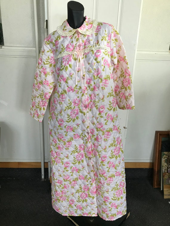 1970s Floral quilted  Dressing Gown, Lounge Wear,