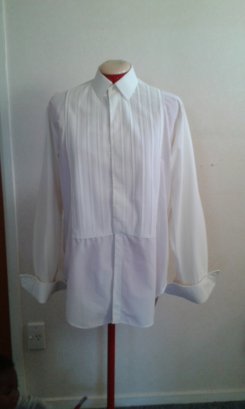 1960/'s Mens Bri Nylon Pleated Front Long Tailed Dress Shirt by Binns Made in England