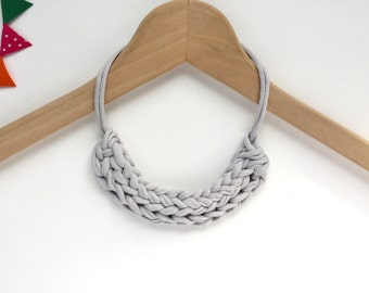 Light grey necklace - Gray T-shirt yarn necklace - Knitted necklace - T-shirt yarn necklace - Gift for her - Grey jewellery - Gray jewelry