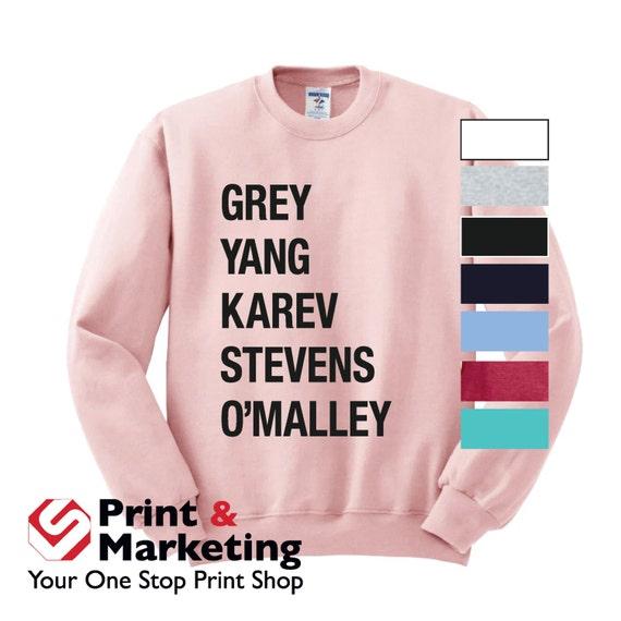 Cuello redondo del gris Yang Karev Stevens O\'Malley jueves | Etsy