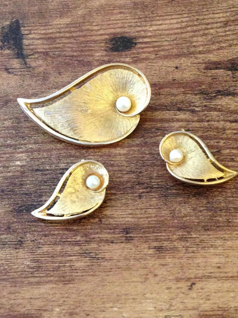 Clla Lilly Pearl Clip~on EarringsBrooch