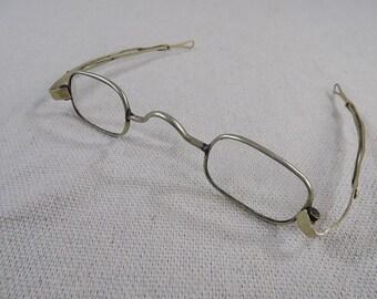 68996d0b61b Antique Eyeglasses Colonial Era late 1700 s - Mid 1800 s Era Ben Franklin  Glasses Antique Glasses