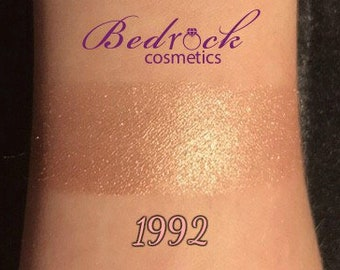 1992 Glow Powder Highlighter