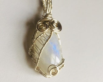 Rainbow Moonstone Pendant, Moonstone cabochon , Silver wire weaving, Hand crafted, Gift for her, Genuine Gem Stone, Ethically mined
