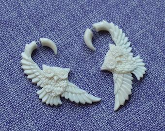 Great Horned Owl Owl white Bone earrings Fake Gauge Earrings Fancy Craved tribal style fake piercings hand carved