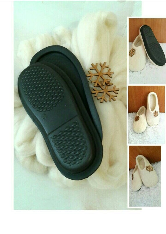 6cee5b2320c6e Kit DIY Felt slippers White Merino wool felt,Rubber sole,Wood snowflake Do  it yourself felting home shoes All size Black soles bulky chunky
