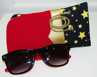 9f304efe3a Classic Wonder Woman glasses sunglasses case complete with the Lasso of  Truth. DC Justice League Wonder Woman lining   padded inner lining.