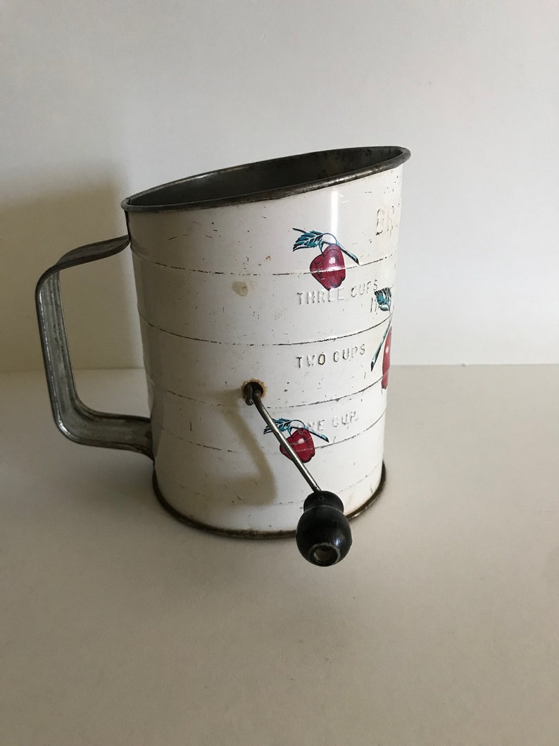 Vintage Bromwell/'s sifter3 Cup metal flour sifterAPPLEred white vintage kitchenkitchenwaredecor display proprustic chippy charmworks