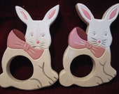Wooden Set 4 Easter BUNNY Rabbit NAPKIN RINGS Holders White Pink 4.5 quot Dining Table Vintage 1980s Alice Wonderland Party Decoration 2206