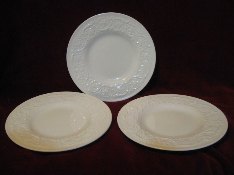 Vtg Wedgwood Etruria /& Barlaston Embossed Dinner Plate England Off White//ivory