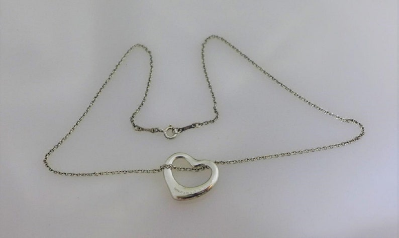 b18a90fd449b8 VINTAGE  Tiffany   Open Heart Pendant Necklace 925 Sterling