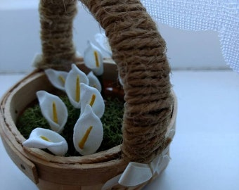 Mini cala lilies flower basket