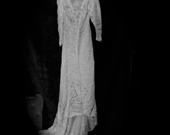Ghostly Ivory Silk Jacquard 1940 s Vintage Wedding Dress f19d121b5