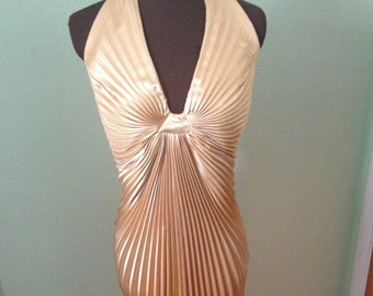 e1d18006d64 VINTAGE 70 s does 40 s gold Marilyn monroe style halter dress (size 12)