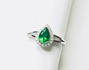 Sterling Silver Halo Pear Solitaire Split Shank Engagement Ring studded with Green Emerald Simulant Promise Statement Bridal Ring for her