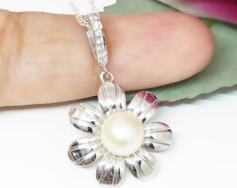 Fresh water pearl Pendant, Vintage Pearl Necklace, Silver Flower Necklace Flower Pearl Jewellery, Unique Pearl Pendant, Gift Daughter in law